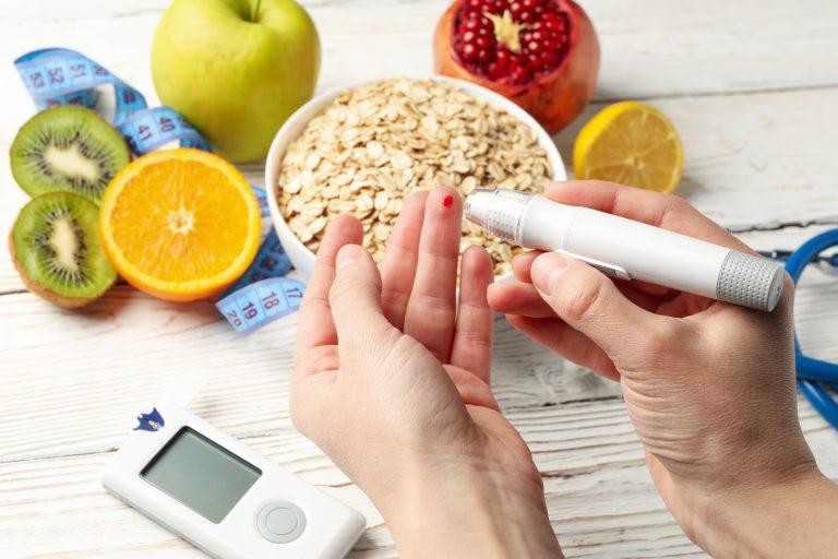 Diabetes mellitus Typ 2, Messung des Blutzuckerwertes, gesunde Ernährung