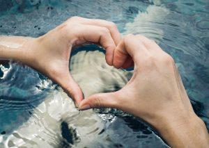 Herz über Wasser